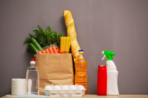 Pakiet pomocy społecznej z produktami dla osób potrzebujących pomocy