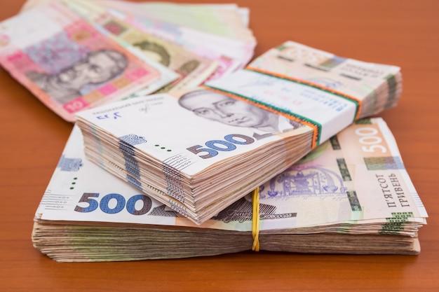 Pakiety ukraińskich hrywien. koncepcja finansowa. dużo pieniędzy.