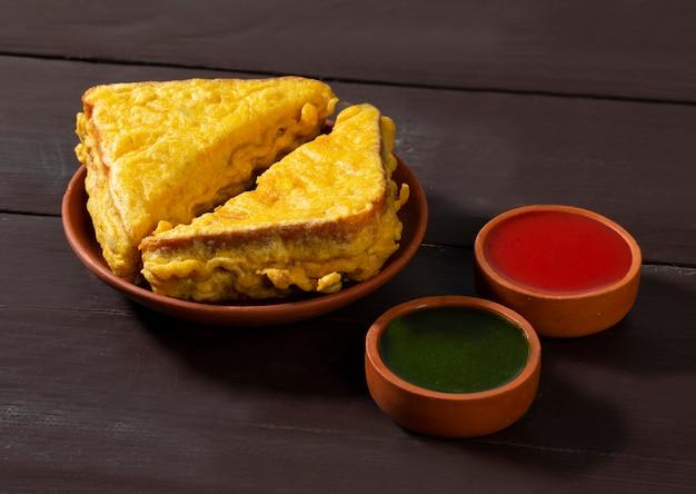 Pakora smażony chleb indyjski