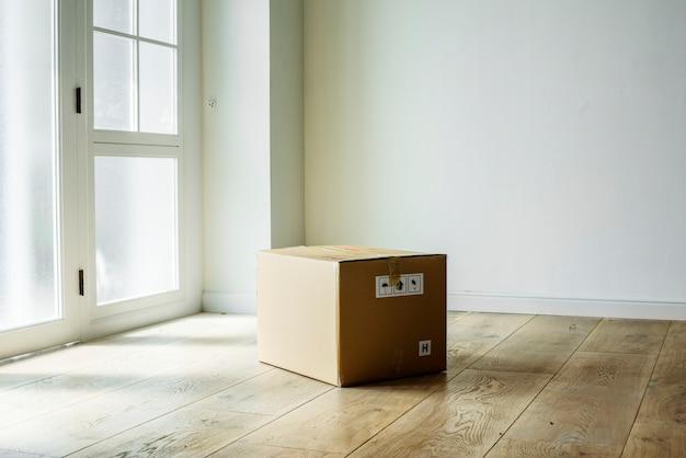 Pakowane rzeczy w nowym domu