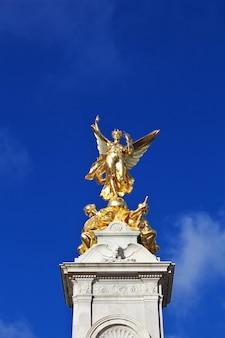 Pałac buckingham w londyńskim mieście, anglia, uk