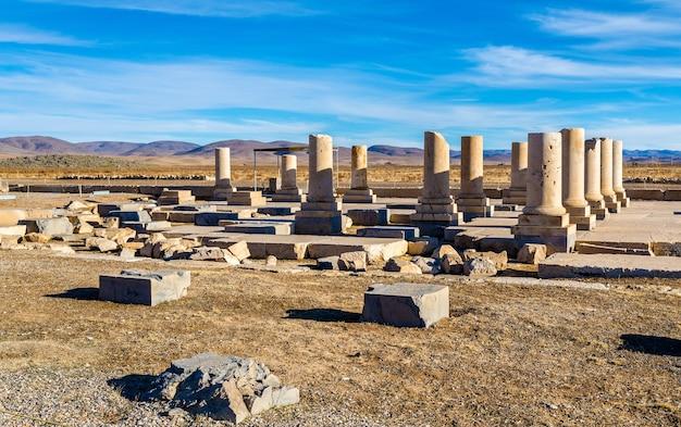 Pałac cyrusa wielkiego w pasargadae - iran