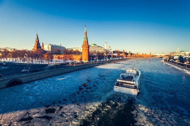 Pałac grand kremlin i mur kremla