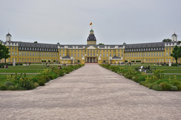 Pałac karlsruhe w karlsruhe, badenia-wirtembergia, niemcy.