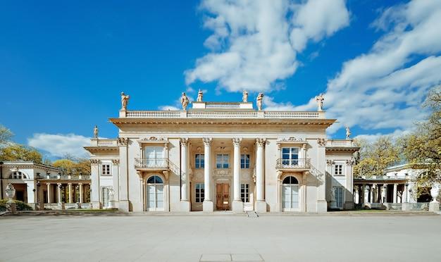 Pałac królewski na wodzie w łazienkach królewskich w warszawie