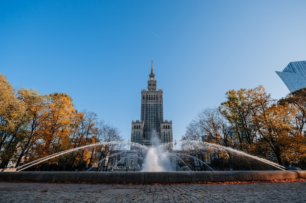 Pałac kultury i nauki w warszawie jesienią