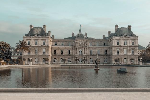 Pałac luksemburski w paryżu we francji
