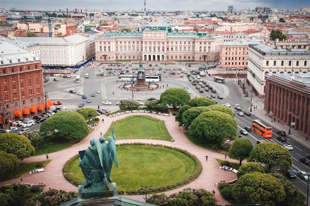 Pałac maryjski na placu świętego izaaka w petersburgu. rosja
