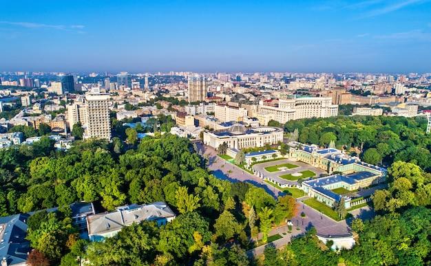 Pałac maryjski, rada najwyższa i gmach rządowy w dzielnicy rządowej w kijowie, stolicy ukrainy