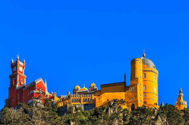 Pałac narodowy pena, słynny punkt orientacyjny w portugalii