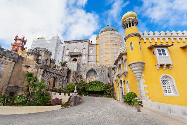 Pałac narodowy pena to romantyczny pałac w sao pedro de penaferrim, sintra, portugalia
