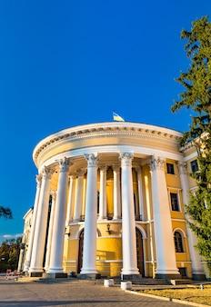 Pałac październikowy czyli międzynarodowe centrum kultury i sztuki w kijowie na ukrainie