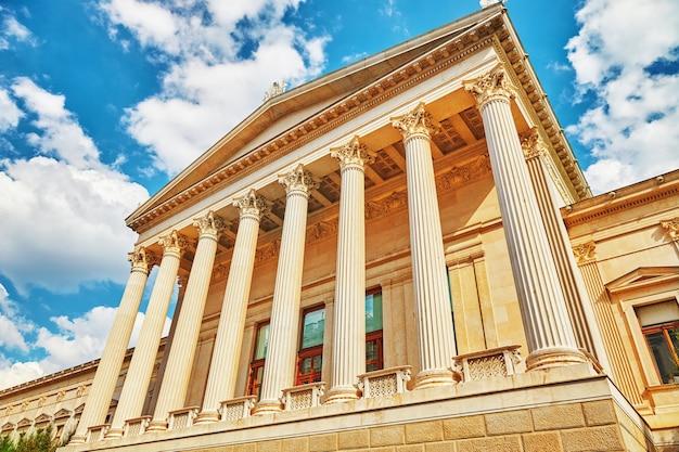 Pałac sprawiedliwości, wiedeń. neorenesansowy budynek wzniesiony w latach 1875-1881 znajduje się w stolicy austrii.