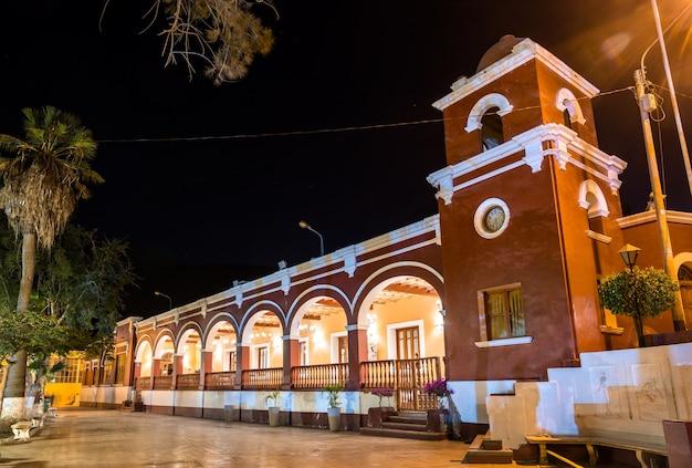 Pałac w oazie miasta huacachina w peru