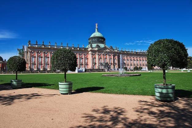 Pałac w poczdamie w pobliżu berlina w niemczech