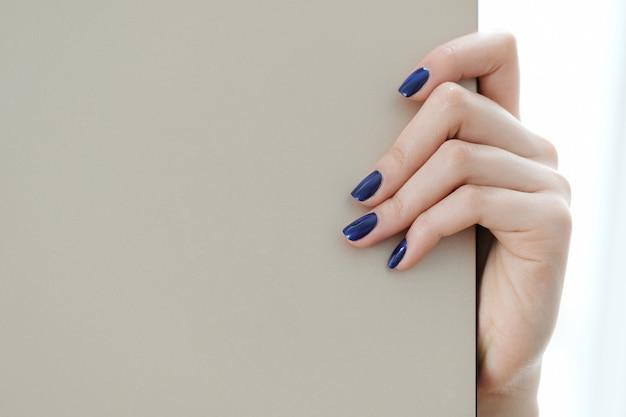 Palce, wypielęgnowane paznokcie