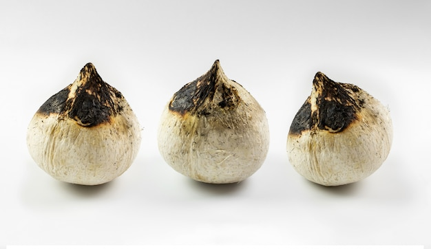 Palenie kokosów.