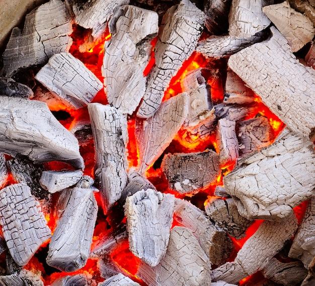 Palenie węglem drzewnym
