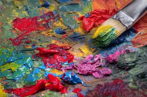 Paleta i pędzel artysty tekstura tło. ścieśniać