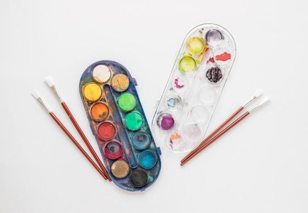 Paleta kolorów w pudełkach układana na płasko