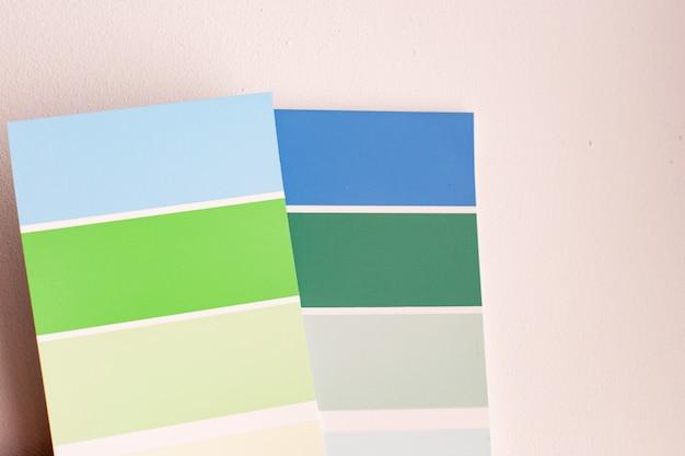 Paleta kolorów z różnymi próbkami.