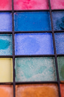 Paleta kolorowych cieni do powiek