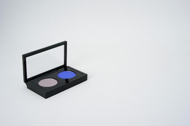 Palety szminki na na białym tle z miejsca kopiowania
