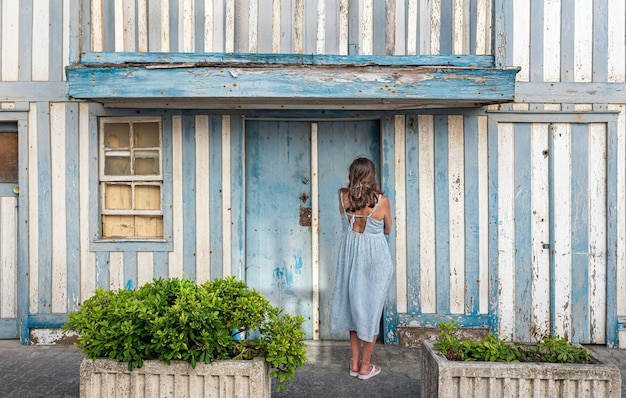 Palheiros, kolorowe domy w paski na costa nova, aveiro, portugalia