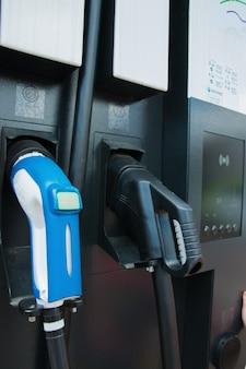 Paliwo, olej, zbiornik, tankowanie gazu - zamknij stację gazową lub elektryczną.
