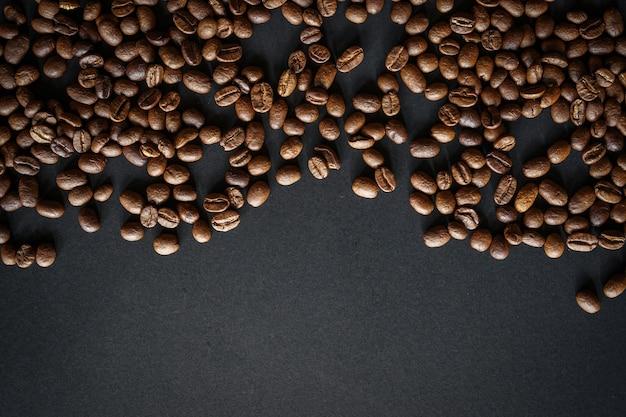 Palone ziarna kawy z miejsca na kopię