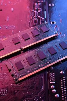 Pamięć ram komputera na płycie głównej obwodu