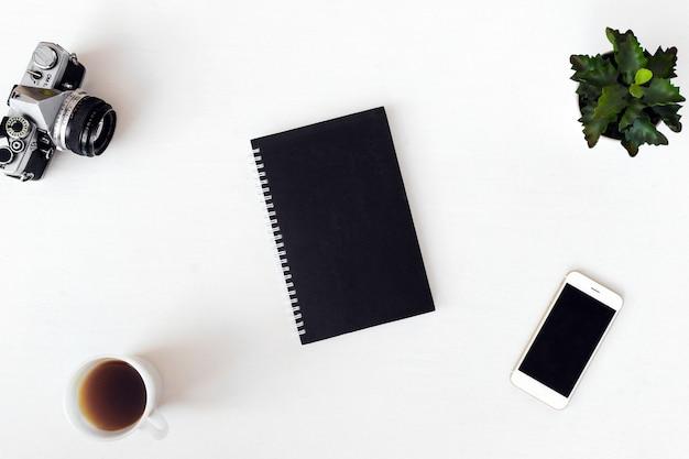 Pamiętnik kartka pocztowa ulotki skład tła. tapeta na białym tle
