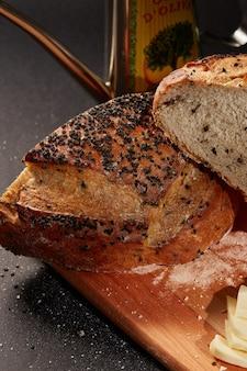 Pan artesanal con ajonjoli negro