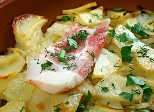 Panackelty - danie zapiekane, tradycyjne w całej północno-wschodniej anglii ziemniaczany gulasz