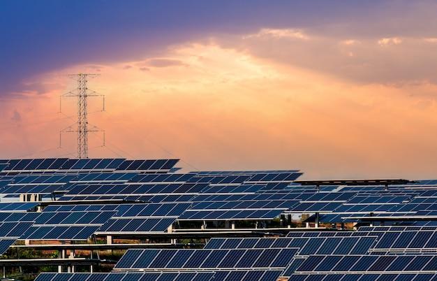 Panel słoneczny . energia słońca. elektrownia słoneczna