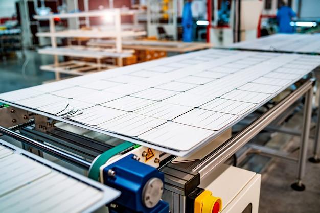 Panel słoneczny. zielona energia. elektryczność. panele energetyczne. fabryka baterii słonecznych. zbliżenie.