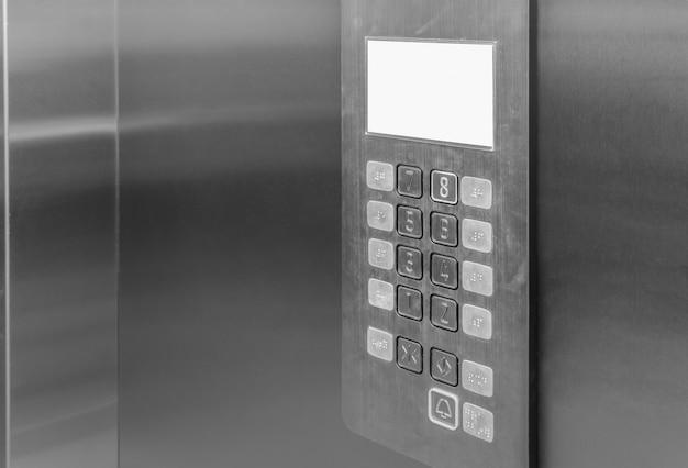 Panel sterowania wnętrza windy z podnoszonymi przyciskami brajlowskimi