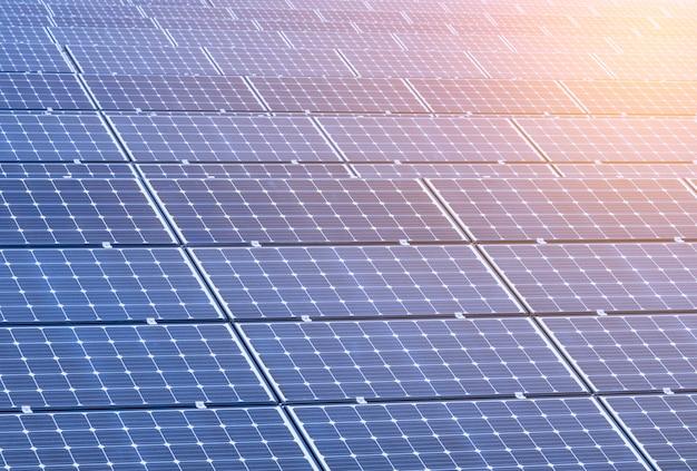 Panele ogniw słonecznych nowa alternatywna energia elektryczna - obraz