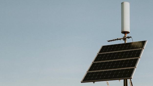 Panele słoneczne na kalifornijskiej pustyni