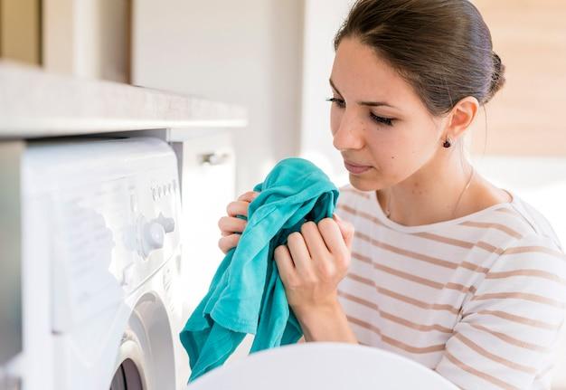 Pani pachnąca praniem średnio strzał