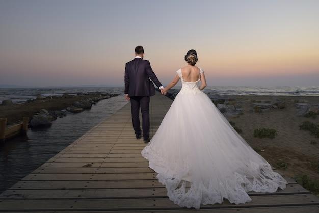Panna Młoda I Pan Młody W Sukni ślubnej Darmowe Zdjęcia
