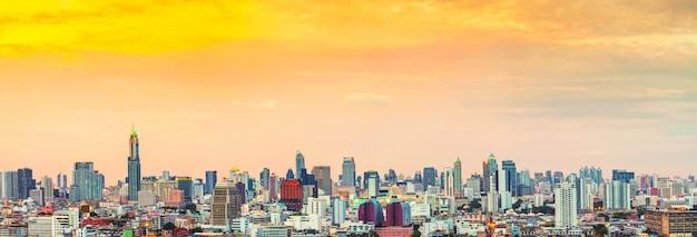 Panorama bangkok linia horyzontu przy zmierzchem, tajlandia.
