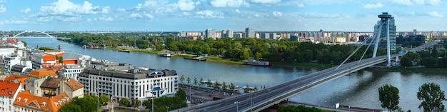 Panorama bratysławy i mostu snp, widok z zamku (słowacja)