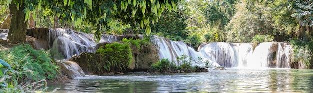 Panorama chet sao noi wodospad w parku narodowym