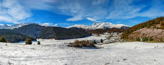 Panorama francuskie góry pireneje z pic du midi de bigorre