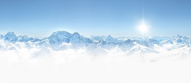 Panorama gór zimowych na kaukazie, elbrus,