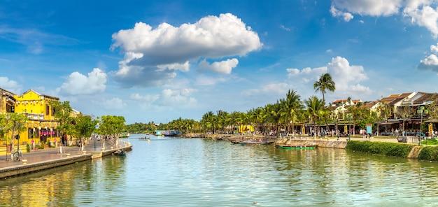 Panorama hoi an w wietnamie w letni dzień