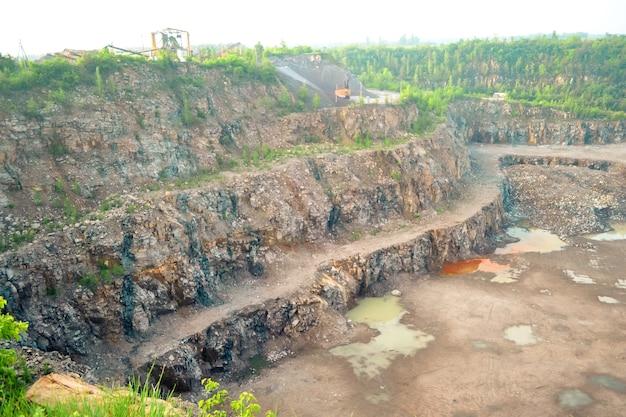 Panorama kamieniołomu granitu