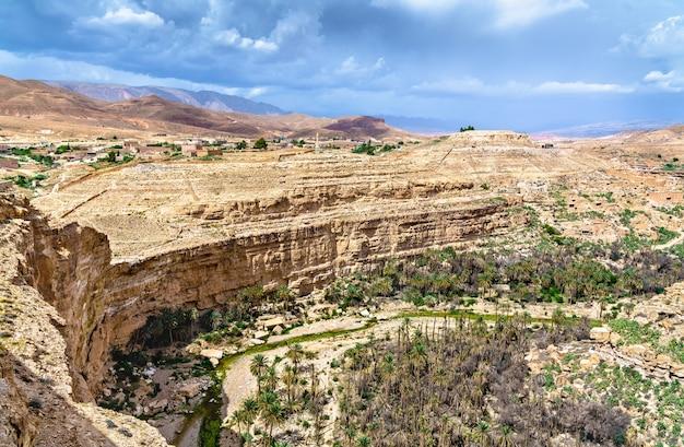 Panorama kanionu ghoufi w algierii, w afryce północnej