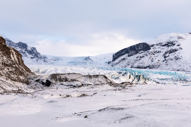 Panorama lodowca islandzkich gór i parku narodowego vatnajökull